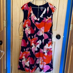 Vince Camuto floral dress with pocketed NWT